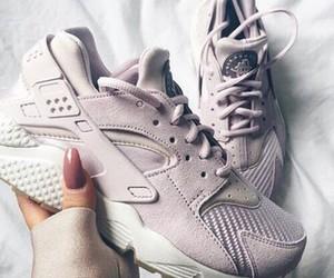 shoes, nike, and huarache image