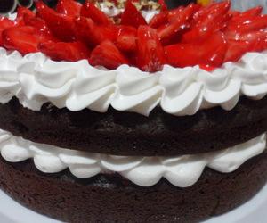 chocolate cake, deli, and fresas image