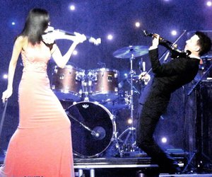 ben lee, linzi stoppard, and electric violinist image