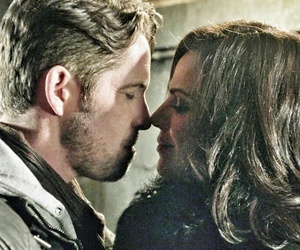 outlaw queen, robin hood, and regina mills image
