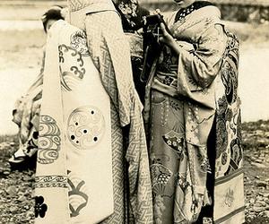 japan, kimono, and maiko image