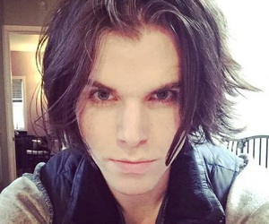 hair, short hair, and onision image