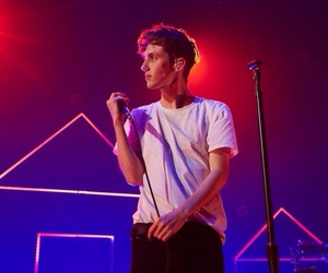 troye sivan and light image