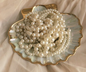 pearls, aesthetic, and mermaid image