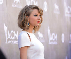 Taylor Swift and wallpaper image
