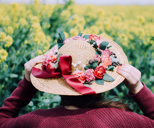 flowers, hat, and fruhling image