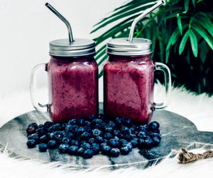 FRUiTS and smoothie image