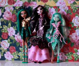 doll, mh, and draculaura image