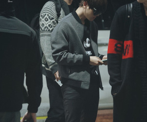 exo, style, and airport fashion image