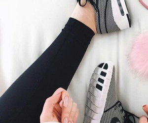 nike and tenis image