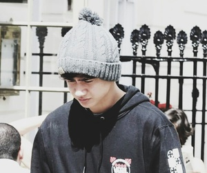 beanie, feeds, and 5sos image