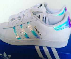 adidas, Blanc, and holographique image