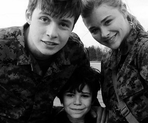 nick robinson, chloe grace moretz, and the 5th wave image