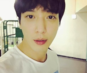 cnblue, k-pop, and yonghwa image