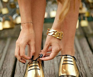 gold, gold shoes, and calzado image