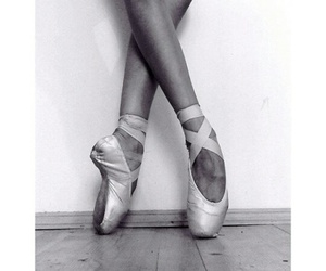 pointe+shoes image
