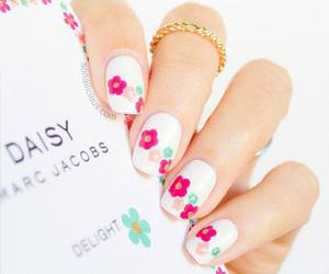 nails, daisy, and marc jacobs image