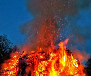 feuer and osterfeuer image