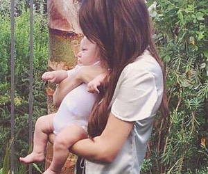 louis tomlinson, briana jungwirth, and family image