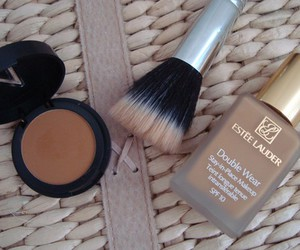 brush, estee lauder, and Foundation image