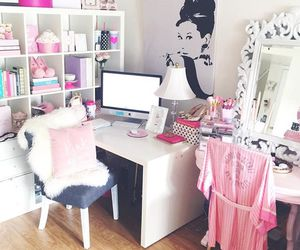 desk, glam, and pink image