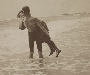 couple, vintage, and ocean image