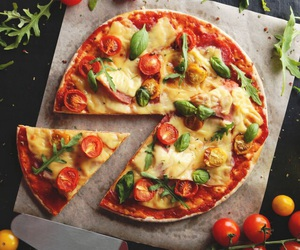miam, pizza, and tomates image