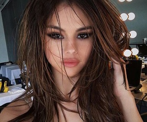 hair, selena gomez, and queensel image
