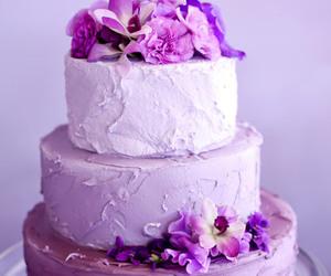 flowers and wedding cake image