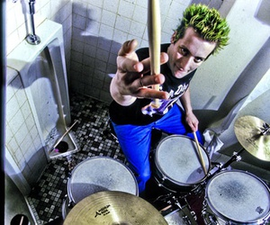 tre cool and green day image