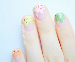 nails and moda image