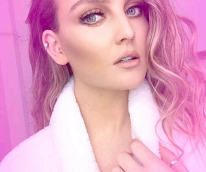 perrie edwards and snapchat image