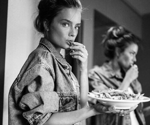 model and food image