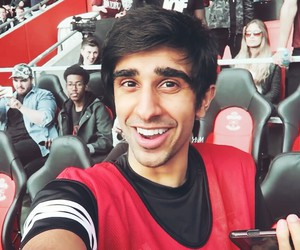 boy, vikk, and sidemen image