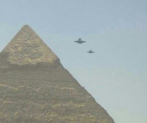 alien, pyramid, and egypt image