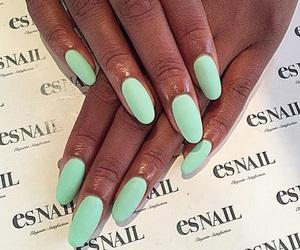 nails and esnail image