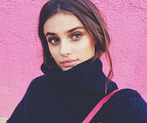 model, taylor hill, and pink image