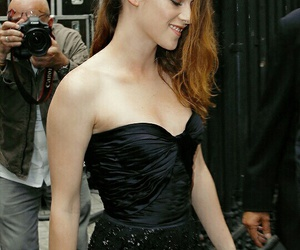 dress, smile, and k-stew image