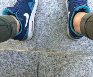 blau, weiss, and airmax image