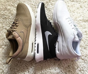nike, tenis, and shoes image