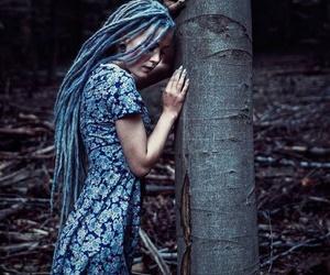 dreadlocks, vestido azul, and cabello largo image