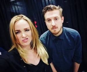 arthur darvill, caity lotz, and legends of tomorrow image