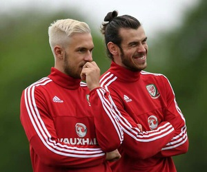 football, aaron ramsey, and gareth bale image