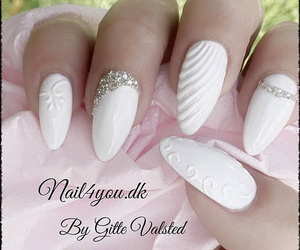 beautiful and white nails image