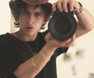 Hot and moises arias image