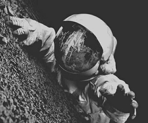 space, wallpaper, and astronauta image