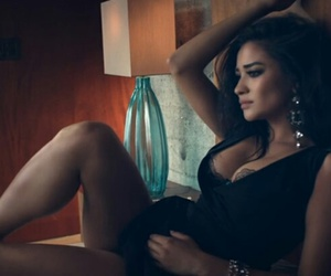 clip, shay mitchell, and actrices image