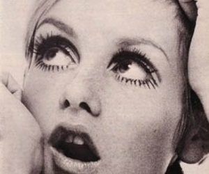 twiggy, 60s, and eyes image