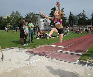sister and longjump image