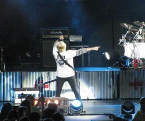 concert, luke hemmings, and 5 seconds of summer image